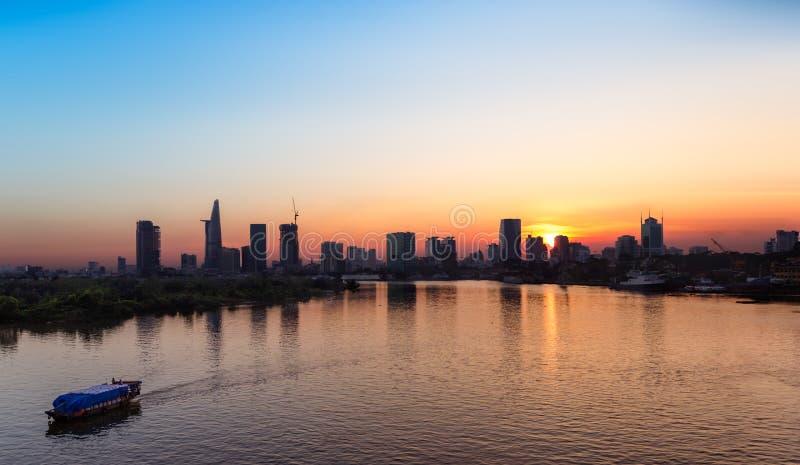 Skyline no por do sol, Vietname de Saigon imagens de stock royalty free