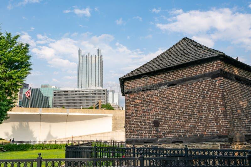 Skyline Pittsburghs, Pennsylvania vom Punkt-Nationalpark lizenzfreie stockfotos