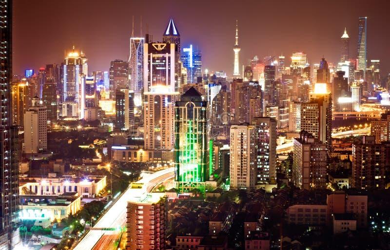 Skyline Shanghai-Pudong nachts stockfoto