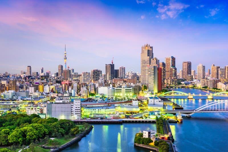 Skyline Tokyos, Fluss Japans Sumida stockfotografie