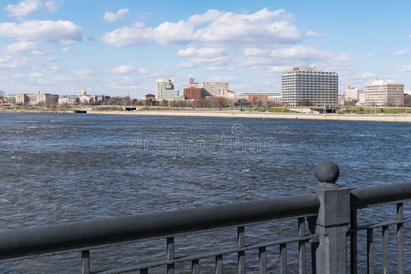 Skyline-und Kapitol-Gebäude von Trenton, New-Jersey lizenzfreie stockfotos