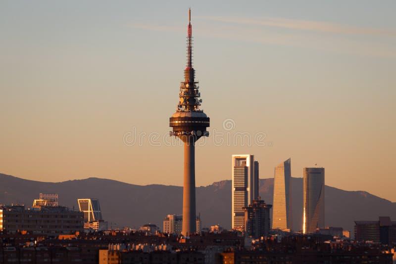 Skyline urbana do Madri no por do sol fotos de stock royalty free