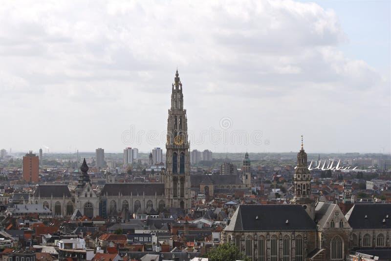 Download Skyline von Antwerpen stockbild. Bild von kathedrale - 26363897