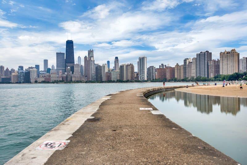 Skyline von Chicago, Illinois vom Nordalleen-Strand auf See Mic stockfoto