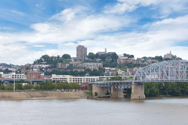 Skyline von Cincinnati, Ohio von Park Generals James Taylor in N stockbild