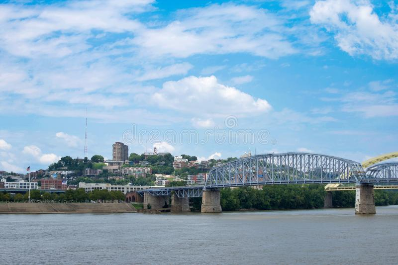 Skyline von Cincinnati, Ohio von Park Generals James Taylor in N stockbilder