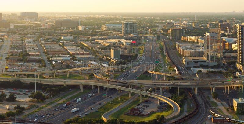 Skyline von Dallas, Landstraßen, Texas, USA stockfotografie