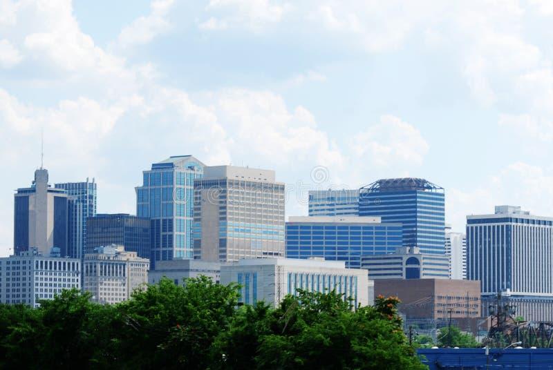 Skyline von Gebäuden in im Stadtzentrum gelegenem Nashville, Tennessee stockbilder