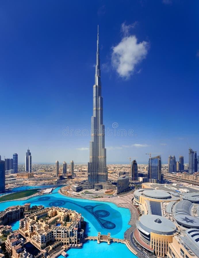 Skyline von im Stadtzentrum gelegenem Dubai mit dem Burj Khalifa stockfoto