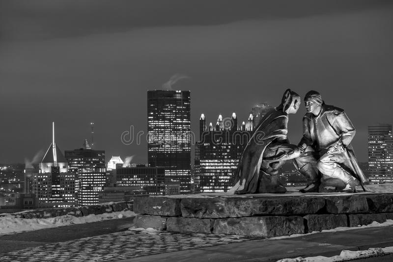 Skyline von im Stadtzentrum gelegenem Pittsburgh stockbild