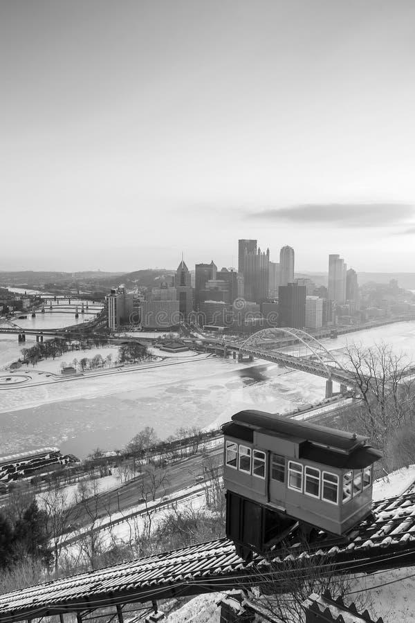 Skyline von im Stadtzentrum gelegenem Pittsburgh lizenzfreies stockfoto
