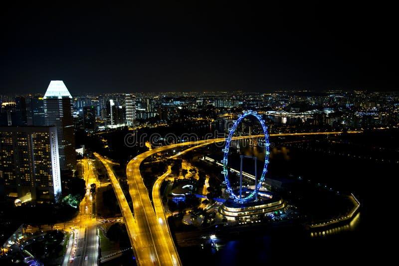 Skyline von im Stadtzentrum gelegenem Singapur nachts lizenzfreies stockfoto
