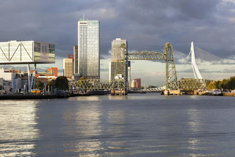 Skyline von Rotterdam Süd lizenzfreies stockbild