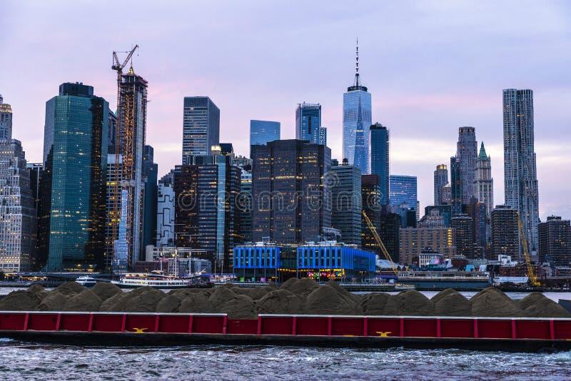Skyline von Wolkenkratzern in Manhattan, New York City, USA stockbilder
