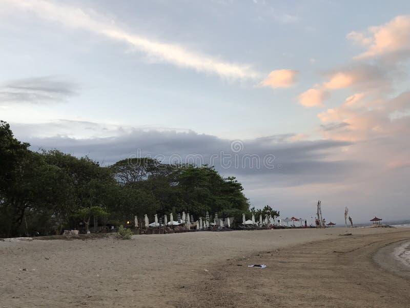 Skylineansicht über Strand lizenzfreie stockfotos
