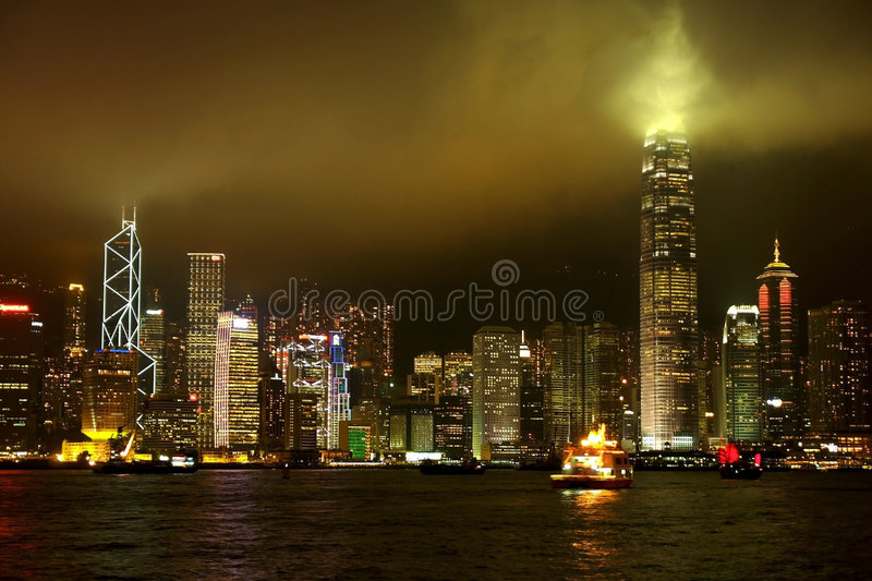 Skylines da noite de Hong Kong foto de stock