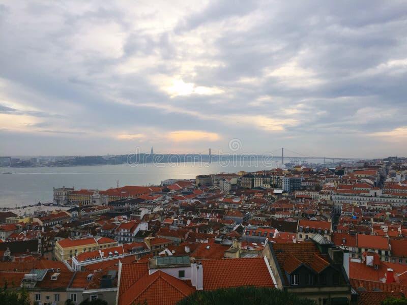 Skylinespitze der Stadt stockfotos