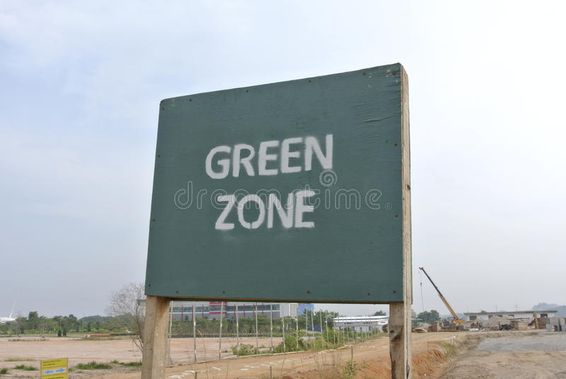 Skylt för grön zon på konstruktionsplatsen arkivbild