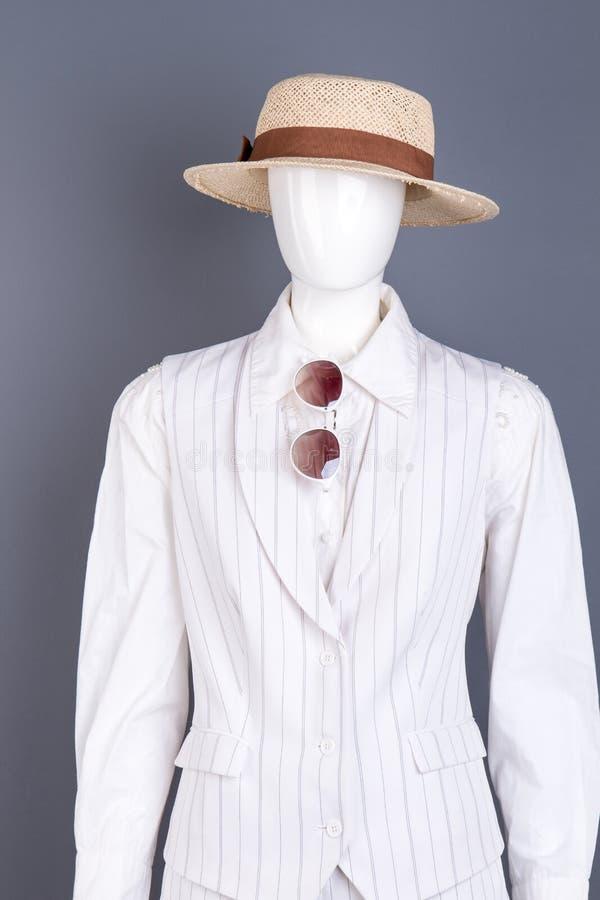 Skyltdocka i kvinnor waistcoat och hatt fotografering för bildbyråer