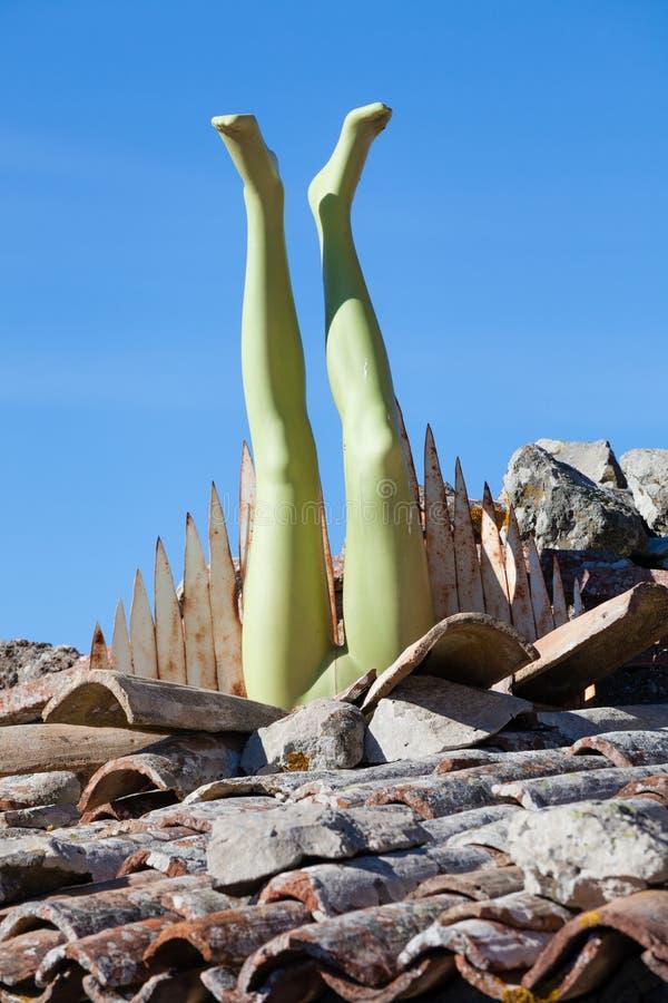 Skyltdockaben på taket modern konst royaltyfri bild