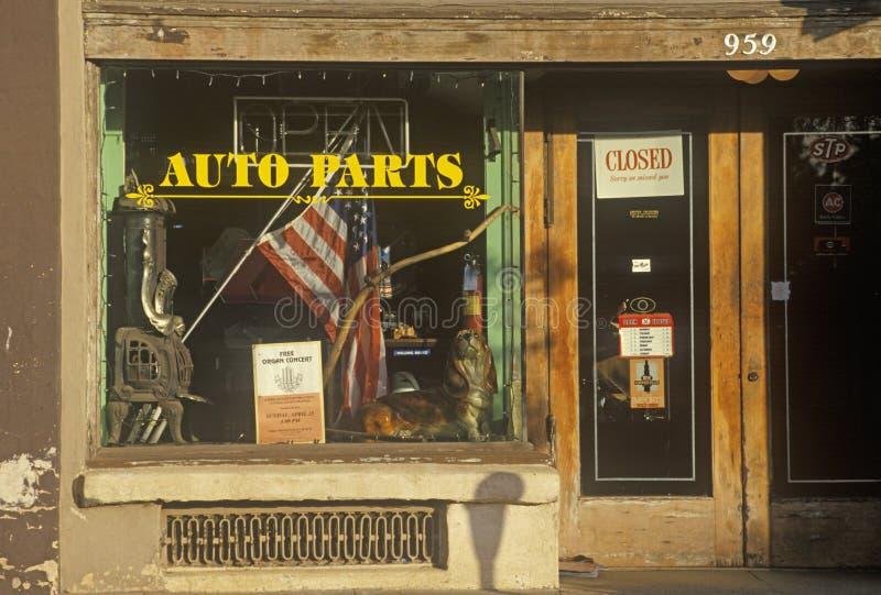Skyltfönster för Auto delar royaltyfria bilder
