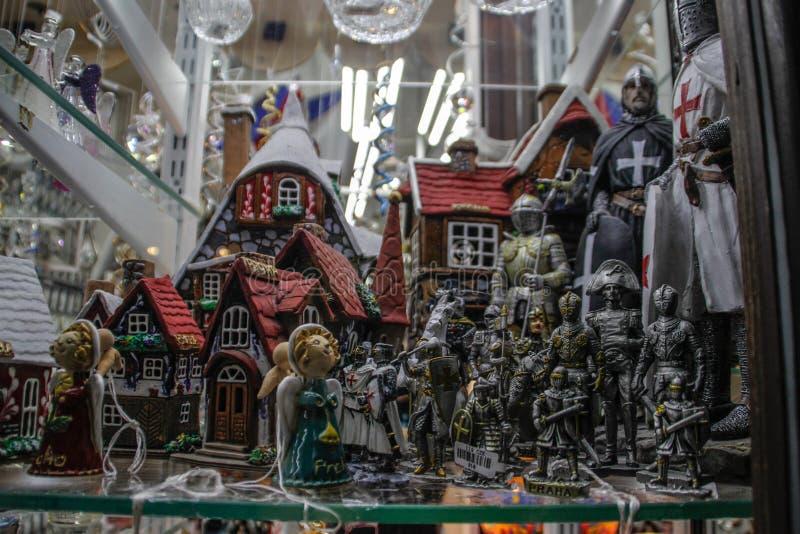 Skyltfönster som dekoreras för jul och det nya året royaltyfri foto