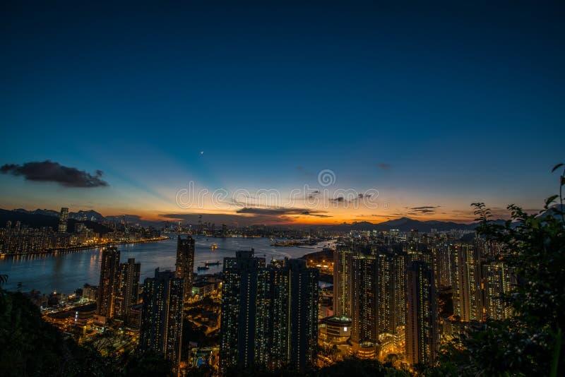 Skymning av Hong Kong arkivfoton