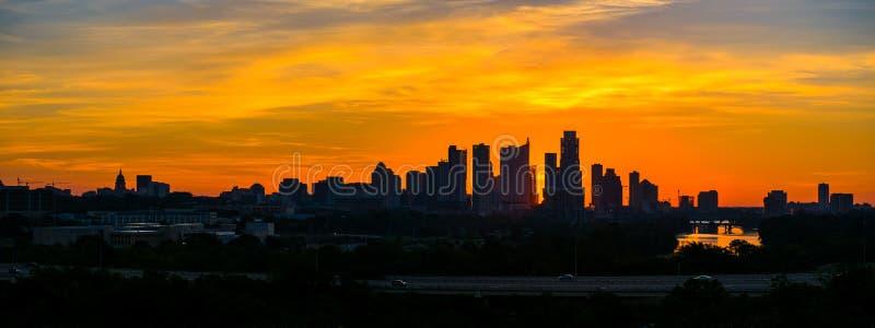 Skymning för horisont för episk soluppgångAustin kontur i stadens centrum fotografering för bildbyråer