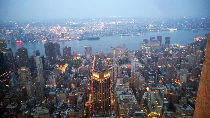 Skymning i New York arkivfoton