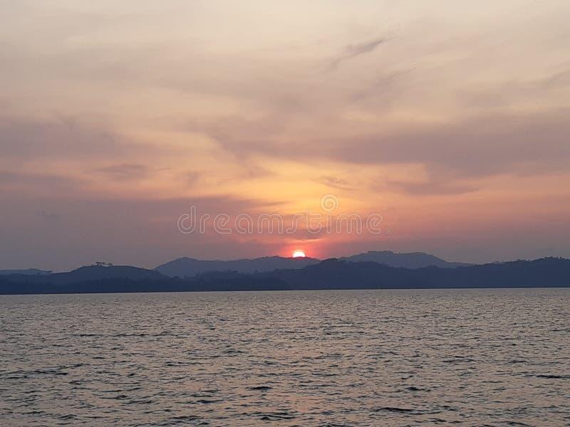 Skymning och solnedgång royaltyfri bild