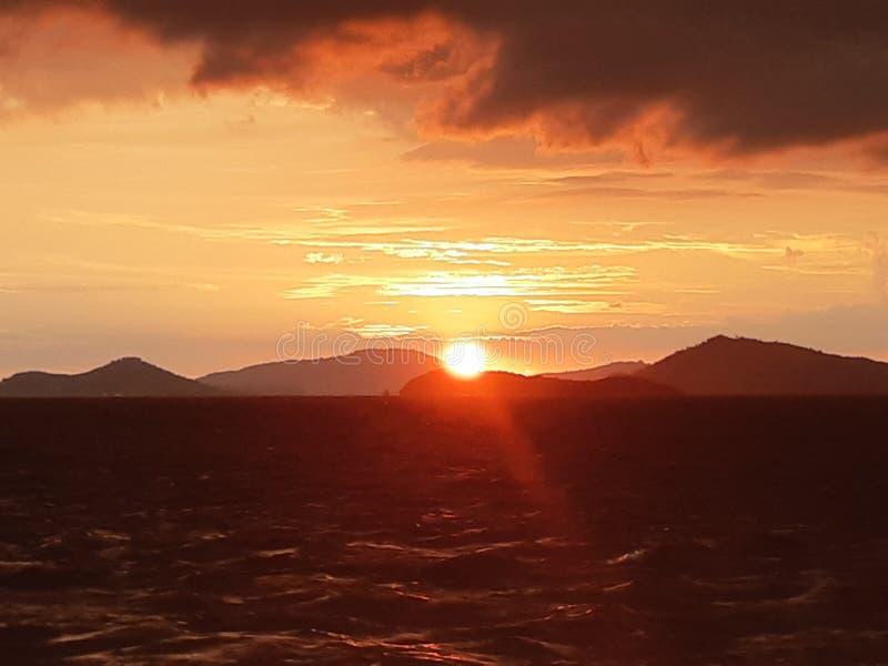 Skymning och solnedgång arkivbild