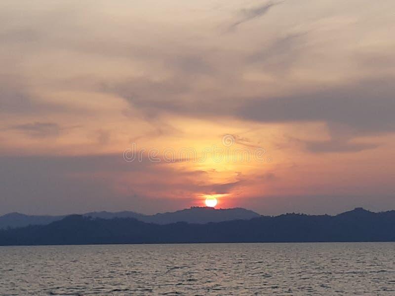 Skymning och solnedgång royaltyfria bilder