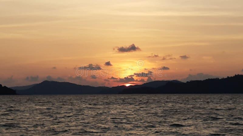 Skymning och solnedgång arkivbilder