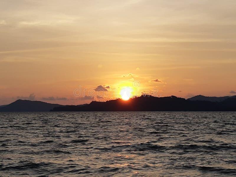 Skymning och solnedgång royaltyfria foton