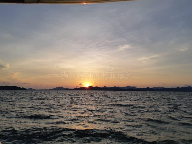 Skymning och solnedgång arkivfoto