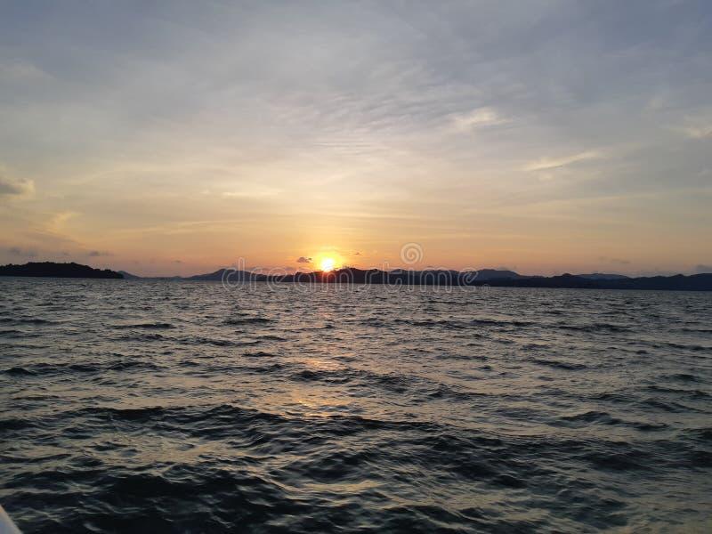 Skymning och solnedgång fotografering för bildbyråer