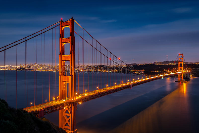 Skymning på Golden gate bridge från batteriSpencer arkivbilder