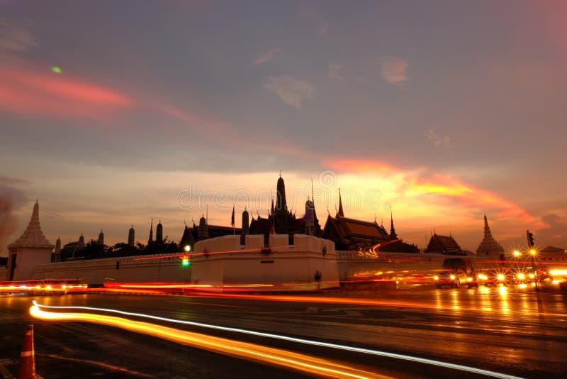 Skymning på Wat Phra Kaew (templet av Emerald Buddha) arkivfoto