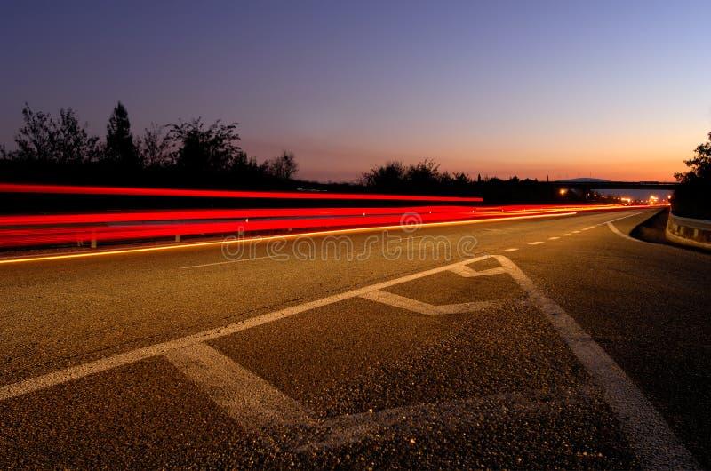 skymninghuvudväg arkivbilder