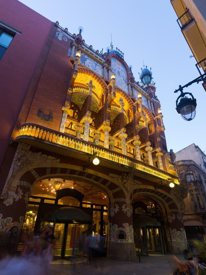 Skymningsikt av Palau de la Musica Catalana Barcelona royaltyfria foton