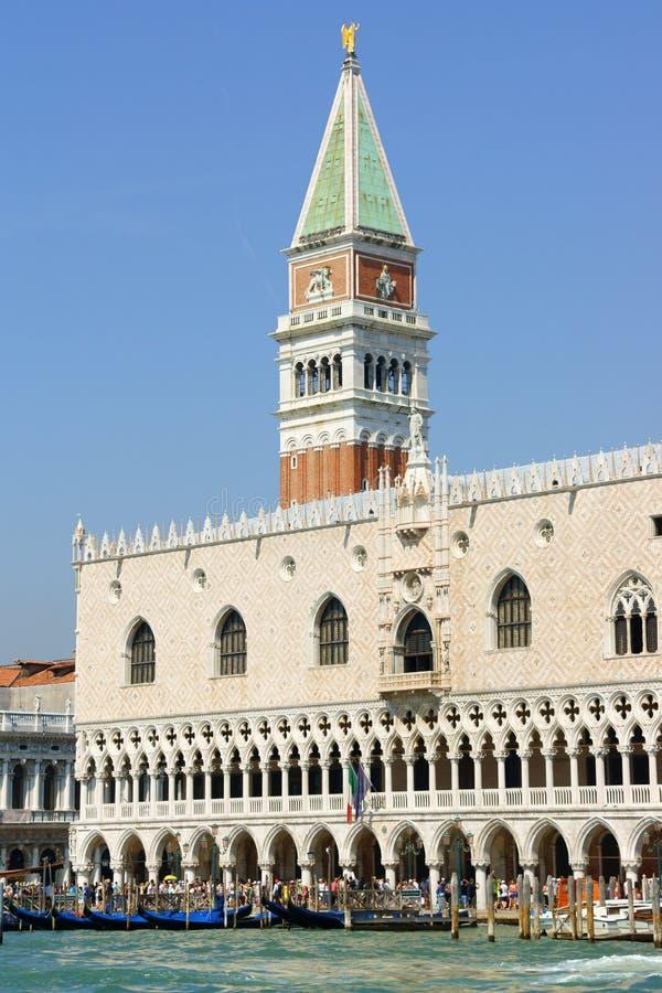 Skymt av Venedig i sommar arkivbild