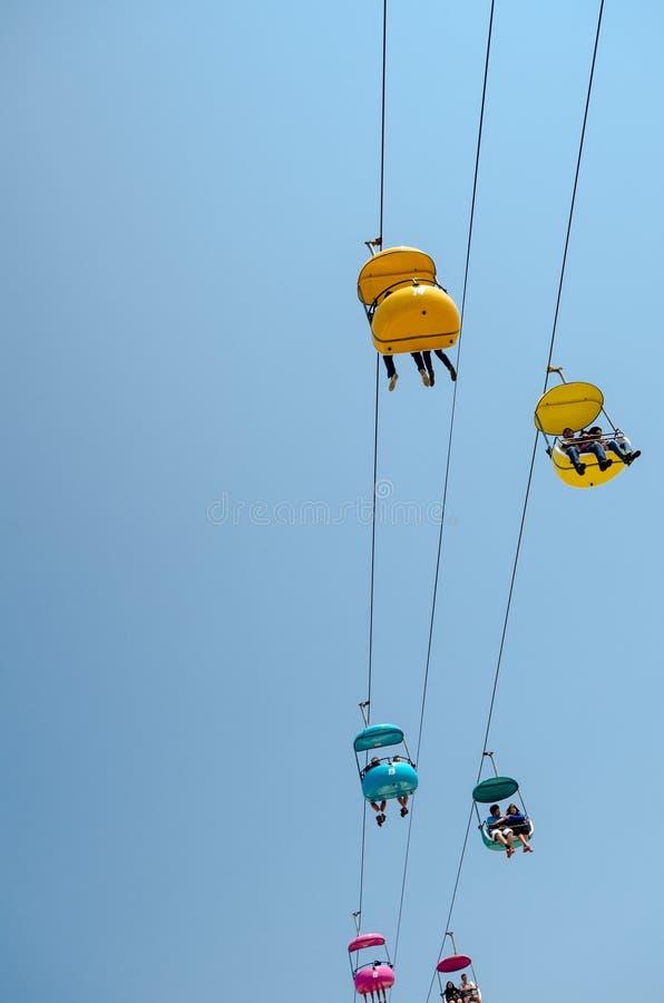 Skyride en el paseo marítimo de Santa Cruz, mirando para arriba contra el cielo fotos de archivo libres de regalías