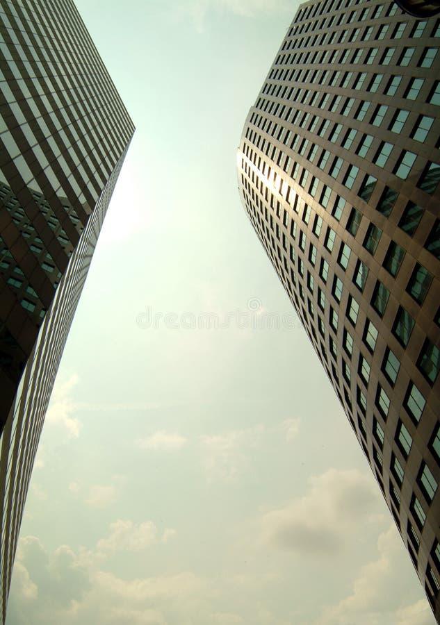 skyscapers kopplar samman royaltyfri bild
