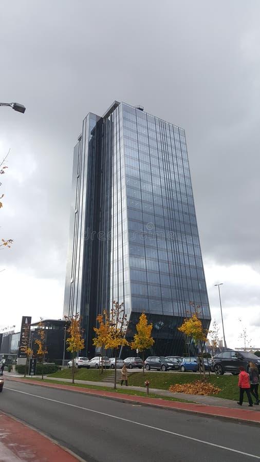 Skyscrapper και rainiy παλάτι καιρικού κρυστάλλου στοκ φωτογραφία