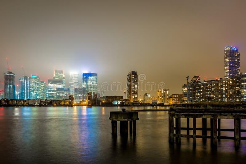 Skyscrappers στη νύχτα, Λονδίνο στοκ φωτογραφία με δικαίωμα ελεύθερης χρήσης