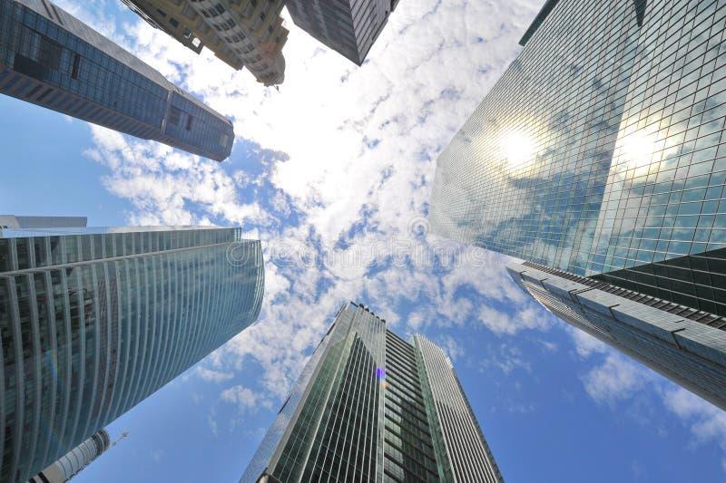 Skyscrappers против неба в Сингапуре стоковое фото