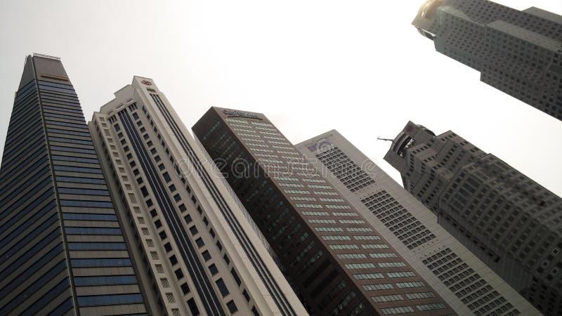 Skyscrappers против неба в Сингапуре стоковые изображения