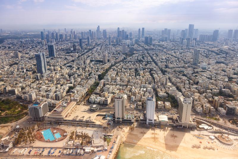 Skyskrapor för hav för stad för flyg- sikt för Tel Aviv horisontIsrael strand fotografering för bildbyråer