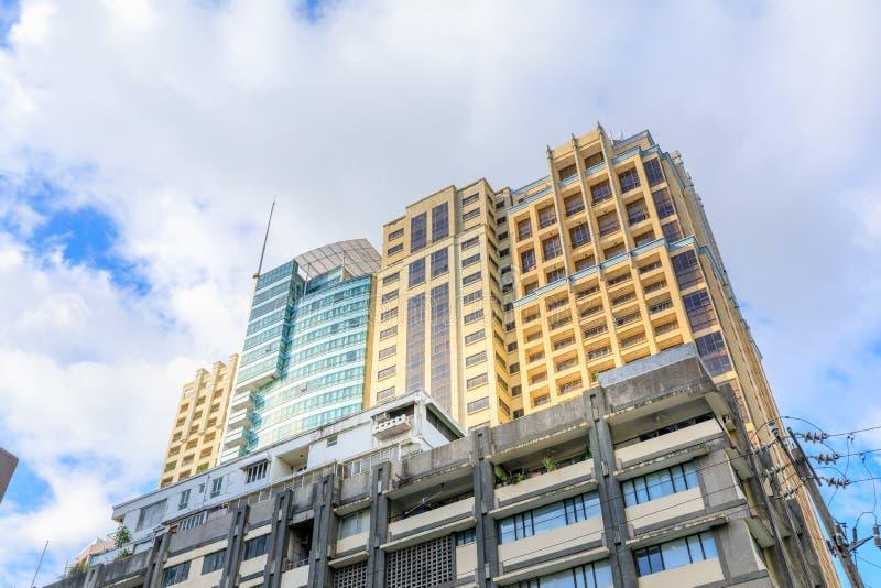 Skyskrapor i den Legaspi byn, affärsområdet av tunnelbana M arkivbilder
