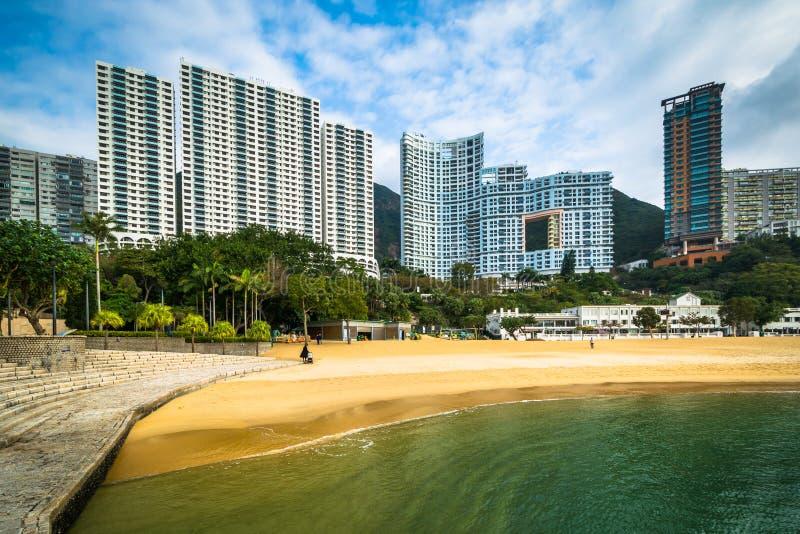 Skyskrapor och stranden på avvvisanden skäller, i Hong Kong, Hong Kong royaltyfria foton